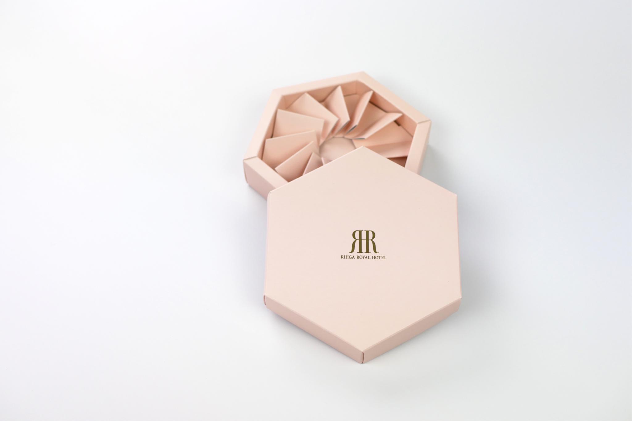 リーガロイヤルホテル様|2020年 ホワイトデーのショコラフルールのパッケージ写真です